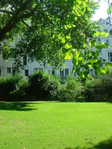 Centre lawn
